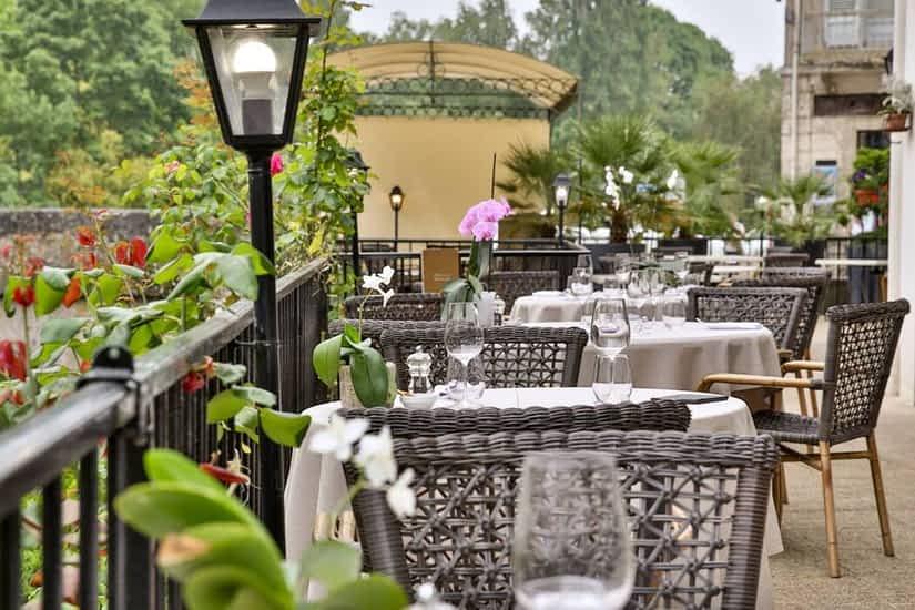 Hôtel Restaurant Charbonnel ***