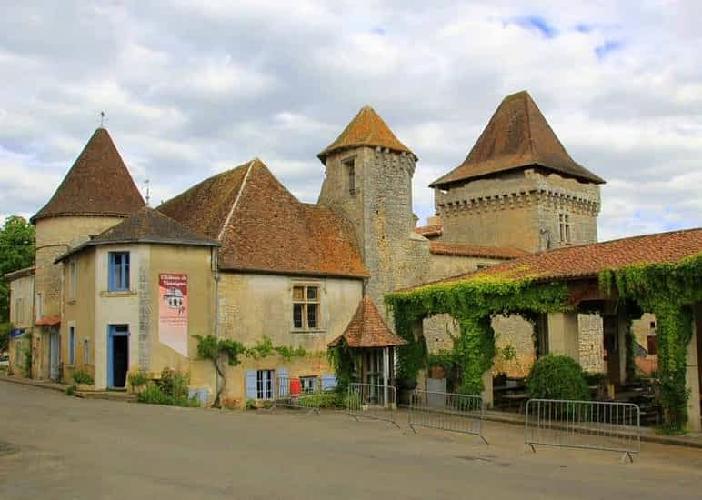 Château de Varaignes Musée des Tisserands